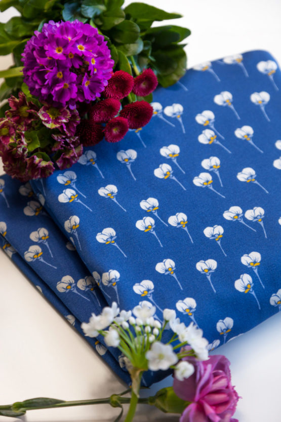 Blumen Viskosejersey ALMA blau aus Sew & More Kollektion