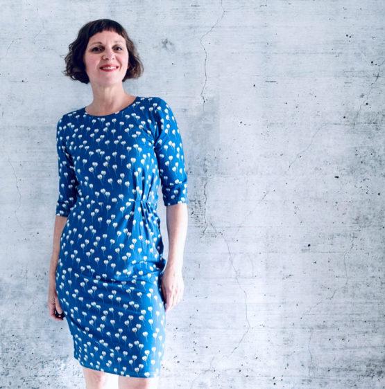 Blumen Viskosejersey ALMA blau aus Sew & More Kollektion, Designbeispiel von Rosa P. - Rike Pachollek