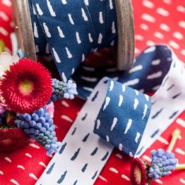 Webband SELMA Striche blau aus der Sew & More Kollektion
